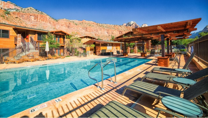 Luxurious Pool at Cable Mountain Lodge